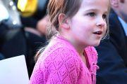 Во время молодежной конференции в Мельбурне маленькая девочка задает вопрос Далай-ламе. Мельбурн, Австралия. 10 июня 2011. Фото: Kunchok Gyzltsen/DLAI