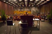 Его Святейшество Далай-лама во время встречи с представителями тибетской, монгольской и бутанской диаспор. Мельбурн, Австралия. 12 июня 2011. Фото: Rusty Stewart/DLAI