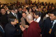 Его Святейшество Далай-лама во время встречи с членами общества китайско-тибетской дружбы. Мельбурн, Австралия. 12 июня 2011. Фото: Rusty Stewart/DLAI