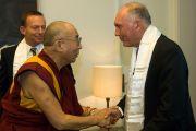 Его Святейшество Далай-лама и лидер национальной партии Уоррен Трас на встрече в парламенте Австралии. Канберра, Австралия. 14 июня. Фото: Rusty Stewart/DLIAL