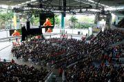 Suncorp Piazza - место проведения публичной лекции Его Святейшества Далай-ламы. Брисбен, Австралия. 15 июня 2011. Фото: Rusty Stewart/DLAIL