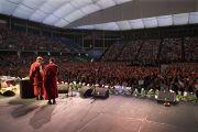 Более 14500 людей собрались послушать лекцию Далай-ламы. Перт, Австралия. 19 июня 2011. Фото: Rusty Stewart/DLIAL