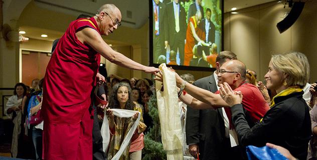 Его Святейшество Далай-лама проводит подготовительные ритуалы Калачакры