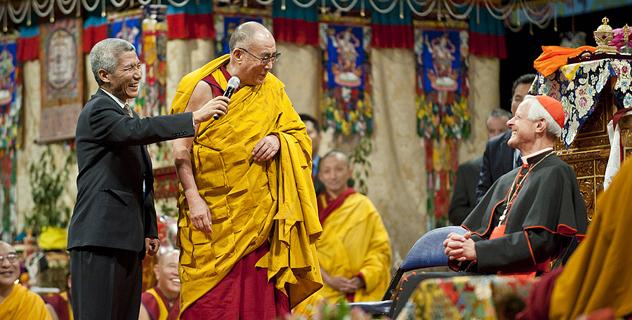 Далай-лама приступил к непосредственной передаче посвящения Калачакры