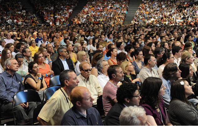 Далай-лама выступил в Чикаго с лекцией о межрелигиозной гармонии, организованной Теософским обществом