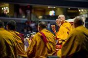 """В первый день учений """"Калачакра ради мира на Земле"""" Его Святейшество Далай-лама возглавил подготовительный ритуал очищения пространства. Вашингтон, округ Колумбия, США. 6 июля 2011. Фото: Тензин Чойджор (Офис ЕСДЛ)"""