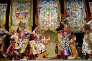 Монахи монастыря Намгьял исполняют ритуальный танец. Вашингтон, округ Колумбия. 7 июля 2011. Фото: Тензин Чойджор (Офис ЕСДЛ)