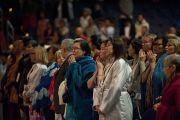 Участники учений по Калачакре пришли в зал, где строится мандала, чтобы присутствовать на подготовительных ритуалах. Вашингтон, округ Колумбия. 8 июля 2011. Фото: Тензин Чойджор (Офис ЕСДЛ)