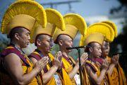 Перед началом лекции Его Святейшества Далай-ламы монахи монастыря Намгьял прочитали молитвы. Вашингтон, округ Колумбия. 9 июля 2011. Фото: Тензин Чойджор (Офис ЕСДЛ)