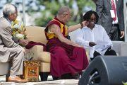 Его Святейшество Далай-лама, переводчик Туптен Джинпа и Вупи Голдберг. Вашингтон, округ Колумбия. 9 июля 2011. Фото: Тензин Чойджор (Офис ЕСДЛ)
