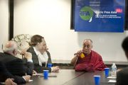 """Его Святейшество Далай-лама во время встречи с сотрудниками """"Радио Свободная Азия"""". Вашингтон, округ Колумбия, США. 11 июля 2011. Фото: Тензин Чойджор (Офис ЕСДЛ)"""