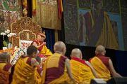 Его Святейшество Далай-лама дает заключительную часть подготовительных учений по Калачакре. Вашингтон, округ Колумбия, США. 11 июля 2011. Фото: Тензин Чойджор (Офис ЕСДЛ)