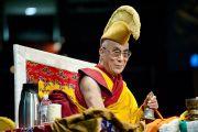 Его Святейшество Далай-лама во время ритуальных молитв на учениях по Калачакре. Вашингтон, США. 12 июля 2011. Фото: Тензин Чойджор (Офис ЕСДЛ)