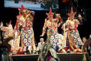 Монахи монастыря Намгьял исполняют ритуальный танец Калачакры. Вашингтон, США. 12 июля 2011. Фото: Тензин Чойджор (Офис ЕСДЛ)
