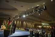 Его Святейшество Далай-лама на встрече с благотворителями учений по Калачакре. Вашингтон, США. 12 июля 2011. Фото: Тензин Чойджор (Офис ЕСДЛ)