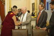 Его Святейшество Далай-лама и сенаторы Бен Кардин и Том Юдалл во время встречи с членами комитета сената по международным отношениям. Вашингтон, США. 13 июля 2011. Фото: Тензин Чойджор (Офис ЕСДЛ)
