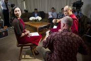 Его Святейшество Далай-лама и Энн Керри в перерыве интервью для телеканала NBC. Вашингтон, США. 16 июля 2011. Фото: Тензин Чойджор (Офис ЕСДЛ)