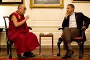 Его Святейшество Далай-лама и президент США Барак Обама во время встречи в Географической комнате Белого дома. Вашнигтон, США. 16 июля 2011. Фото: Пит Суза, официальное фото Белого дома.
