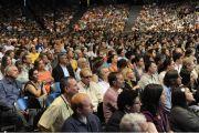 """10-тысячная аудитория публичной лекции """"Наведем мосты между религиями"""" в университете штата Иллинойс, Чикаго. 17 июля 2011. Фото: Ричард Шэй"""
