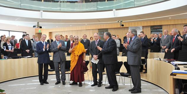 В Висбадене Его Святейшество Далай-лама выступил в парламенте земли Гессен