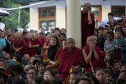 Во время торжественной церемонии инаугурации нового трипы (премьер-министра) Центральной тибетской администрациив главном тибетском храме в Дхарамсале, Индия. 8 августа 2011. Фото: Тензин Чойджор (Офис ЕСДЛ)