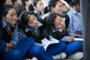 Тибетские школьники на торжественной церемонии инаугурации нового трипы (премьер-министра) Центральной тибетской администрациив главном тибетском храме в Дхарамсале, Индия. 8 августа 2011. Фото: Тензин Чойджор (Офис ЕСДЛ)