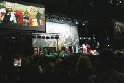 """Его Святейшество Далай-лама выражает благодарность организаторам и переводчикам его учений в Финляндии. 20 августа 2011. Фото: Игорь Янчеглов/Фонд """"Сохраним Тибет"""""""