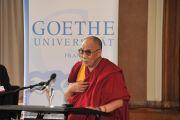 Его Святейшество Далай-лама выступает с речью о лидерстве и нравственных ценностях в Университета им. Гёте во Франкфурте, Германия. 22 августа 2011. Фото: Tibet Bureau Geneva