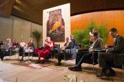 Его Святейшество Далай-лама выступает на международном когрессе по вопросам сосредоточения ума. Гамбург, Германия. 21 августа 2011. Фото: Tibet Bureau Geneva