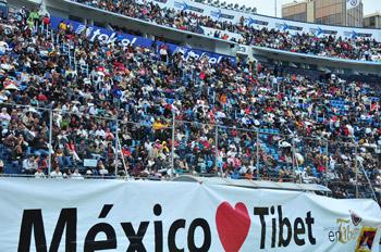 Его Святейшество Далай-лама выступил перед тридцатитысячной аудиторией в Мехико