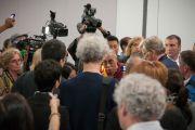 Его Святейшество Далай-ламаотвечает на вопросы журналистов. Монреаль, Канада. 7 сентября 2011. Фото: Jean-Marc (JM) Duchesne
