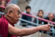 """Его Святейшество Далай-лама выступает с лекцией """"Глобальное гражданство и всеобщая ответственность"""". Монреаль, Канада. 7 сентября 2011. Фото: Jean-Marc (JM) Duchesne"""