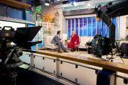 """Его Святейшество Далай-лама и Карлос Лорет де Мола во время интервью на телеканале """"Телевиза-ньюс"""". Мехико, Мексика. 10 сентября 2011. Фото: Oscar Fernandez"""