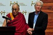 Его Святейшество Далай-лама и Ричард Гир на открытии выставки «Тибет: память о пропавшем народе». Мехико, Мексика. 10 сентября 2011. Фото: Yeonsuk Ka