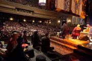 В театре Метрополитен во время учений Его Святейшества Далай-ламы. Мехико, Мексика. 10 сентября 2011. Фото: Oscar Fernandez