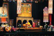 Его Святейшество Далай-лама во время учений по тексту геше Лангри Тангпа «Восемь строф о тренировке ума». Мехико, Мексика. 10 сентября 2011. Фото: Yeonsuk Ka