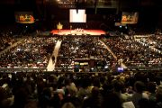 Во время учений Его Святейшества Далай-ламы. Буэнос-Айрес, Аргентина.14 сентября 2011. Фото: Pompi Gutnisky