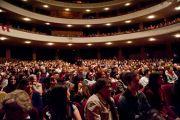 Из двух тысяч человек, собравшихся послушать выступление Его Святейшества Далай-ламы в Coliseo Auditorium, большинство были молодыми людьми. Буэнос-Айрес, Аргентина.13 сентября 2011. Фото: Pompi Gutnisky
