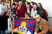Его Святейшество Далай-лама с членами группы поддержки Тибета из Аргентины и Уругвая. Буэнос-Айрес, Аргентина. 13 сентября 2011. Фото: Pompi Gutnisky