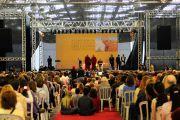 Во время лекции Его Святейшества Далай-ламы «Гармония через всеобщую ответственность». Сан-Паулу, Бразилия. 17 сентября 2011 г.