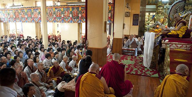 """Прямая трансляция. Учения Далай-ламы по """"Ламрим ченмо"""""""