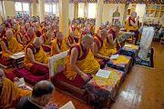 Его Святейшество Далай-лама принял участие в молебне о тех, кто погиб, и о тех, кто пострадал во время последних акций протеста в Тибете. Дхарамсала, Индия. 19 октября 2011. Фото: Тензин Чойджор (Офис ЕСДЛ)