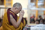 Его Святейшество Далай-лама молится о тех, кто погиб, и о тех, кто пострадал во время последних акций протеста в Тибете. Дхарамсала, Индия. 19 октября 2011. Фото: Тензин Чойджор (Офис ЕСДЛ)