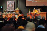 Его Святейшество Далай-лама во время посвящения Ваджрадхату. Коясан, Япония. 2 ноября 2011. Фото: Тензин Чойджор (Офис ЕСДЛ)