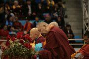 Учения Его Святейшества Далай-ламы по основополагающим буддийским трактатам для широкой публики. Улан-Батор, Монголия. 9 ноября 2011. Фото: Игорь Янчоглов