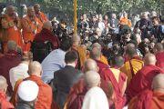 На межрелигиозном молебне в Ганди Смирти было много фотографов и журналистов. Нью-Дели, Индия. 30 ноября 2011. Фото: Тензин Чойджор (Офис ЕСДЛ)