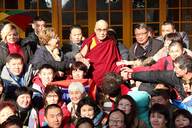 Фотографии Его Святейшества Далай-ламы с паломниками из России