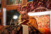 Его Святейшество Далай-лама во время учений в монастыре Гьюдмед. Индия, штат Карнатака. 6 декабря 2011. Фото Игоря Янчеглова