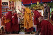 На учениях Его Святейшества Далай-ламы в монастыре Гьюдмед. Индия, штат Карнатака. 6 декабря 2011. Фото Игоря Янчеглова