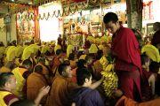 Во время молебна о долголетии Его Святейшества Далай-ламы в монастыре Гьюдмед. Индия, штат Карнатака. 7 декабря 2011. Фото Игоря Янчеглова